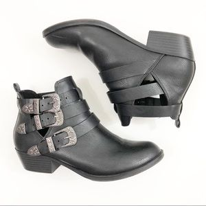 Report Black 3 Buckle Heeled Ankle Urth Booties